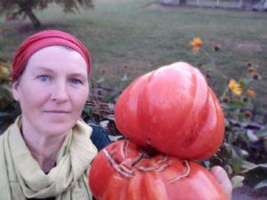 """Jutta: """"Das Besondere an Solawi ist für mich, regionales Gemüse zu essen, welches keiner Norm entspricht."""""""